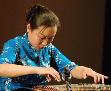 Liu Fang plays guzheng