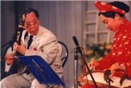 Liu Fang performed with Tran Van Khe on October 23, 2002
